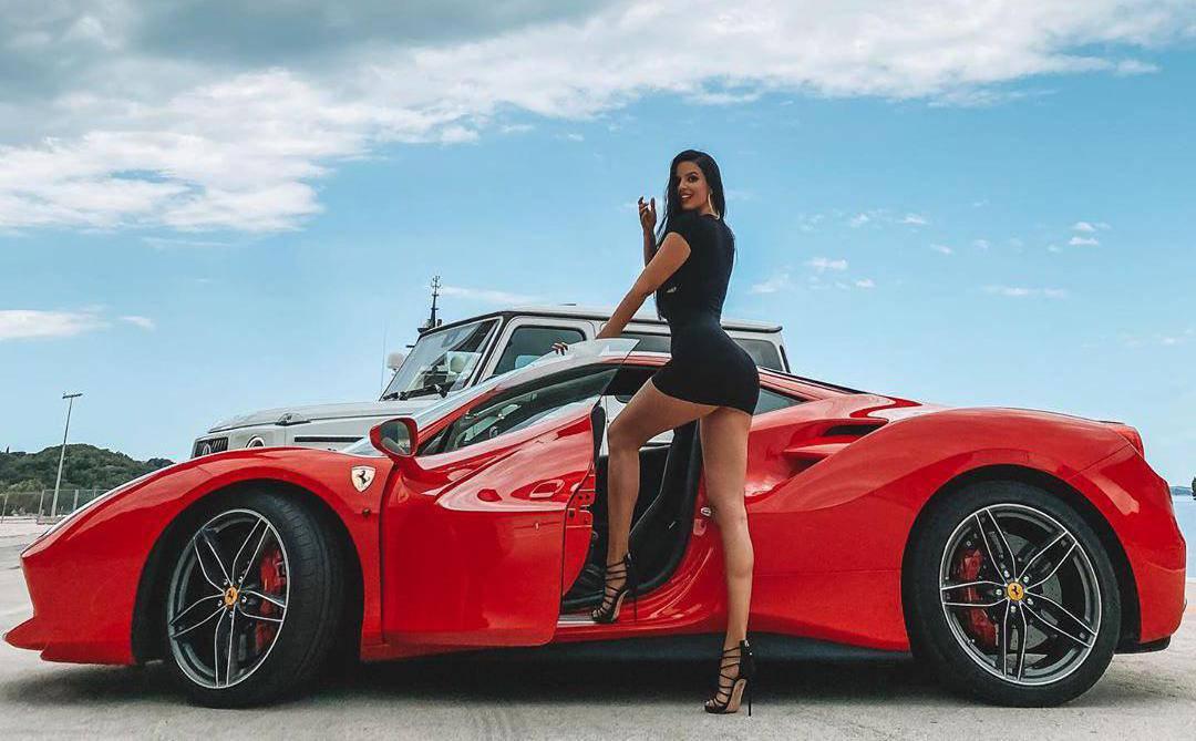 Ivana Knöll je 'izbacila' guzu na Ferrariju: 'Prava si sponzoruša'