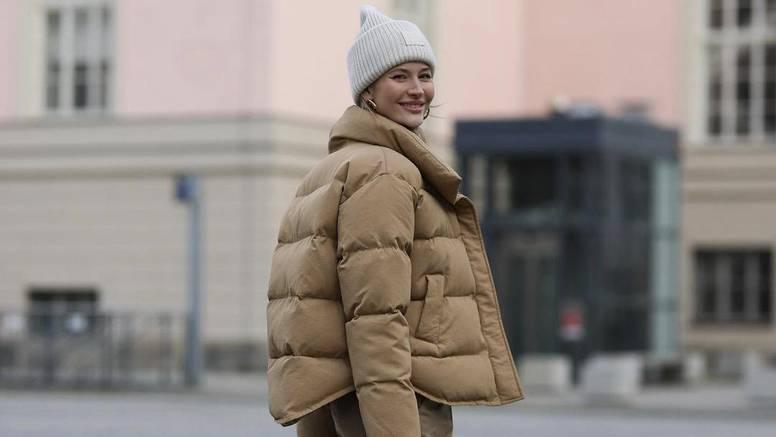 Pufasta jakna kao ultimativni hit sezone uz poluvisoke čizme