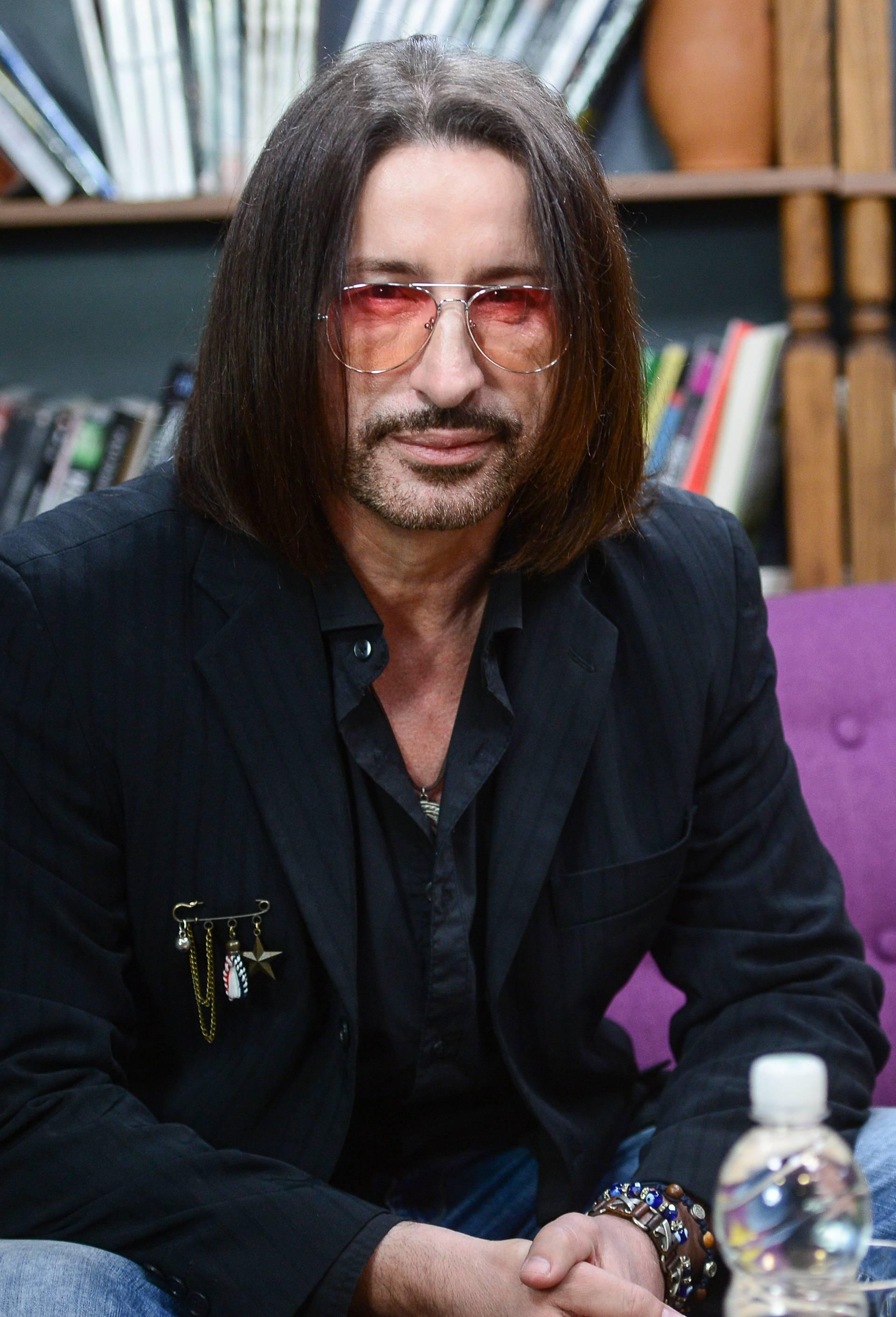 Mladen Burnać snima duet s Kinezom, a pustio je i kosu