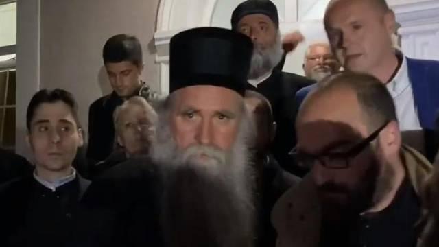 Srpski svećenici su u pritvoru,  Beograd traži da ih se oslobodi