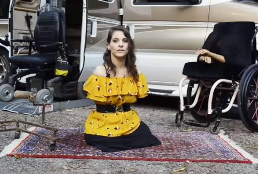 Rođena bez ruku i nogu: Šiva i prodaje torbe, uči voziti, kuha