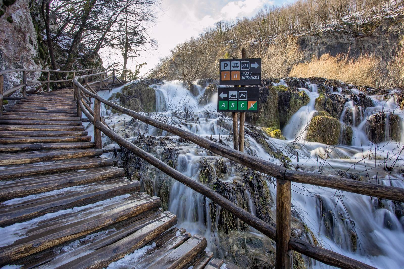 Opasno za posjetitelje: Veliki slap je nedostupan zbog leda