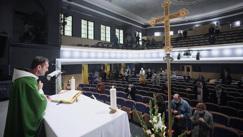 Zbog oštećene Katedrale mise Franjevaca služe se u Komediji