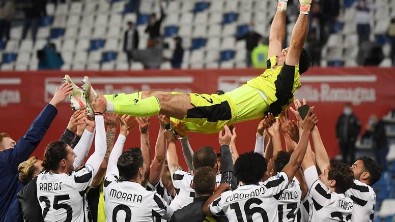 Buffonu se nikud ne žuri: 'Katar 2022.? Uh, sjajno!' Ronaldo gol feštao, a Pirlo najavio ostanak