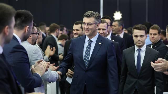 Zagreb: Premijer Plenković gostovao na izbornom Saboru Mladeži HDZ-a