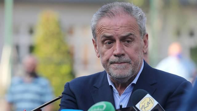 Zagreb: Gradonačelnik Milan Bandić i Pavle Kalinić uručili vatrogascima novu opremu