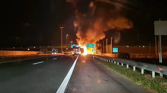 'Čule su se eksplozije, mladići su skakali preko ograde autoceste da pomognu vozaču kamiona'
