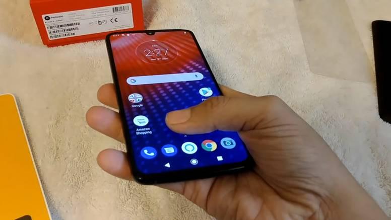 Amazon mu prodao mobitel kojeg Motorola još nije otkrila
