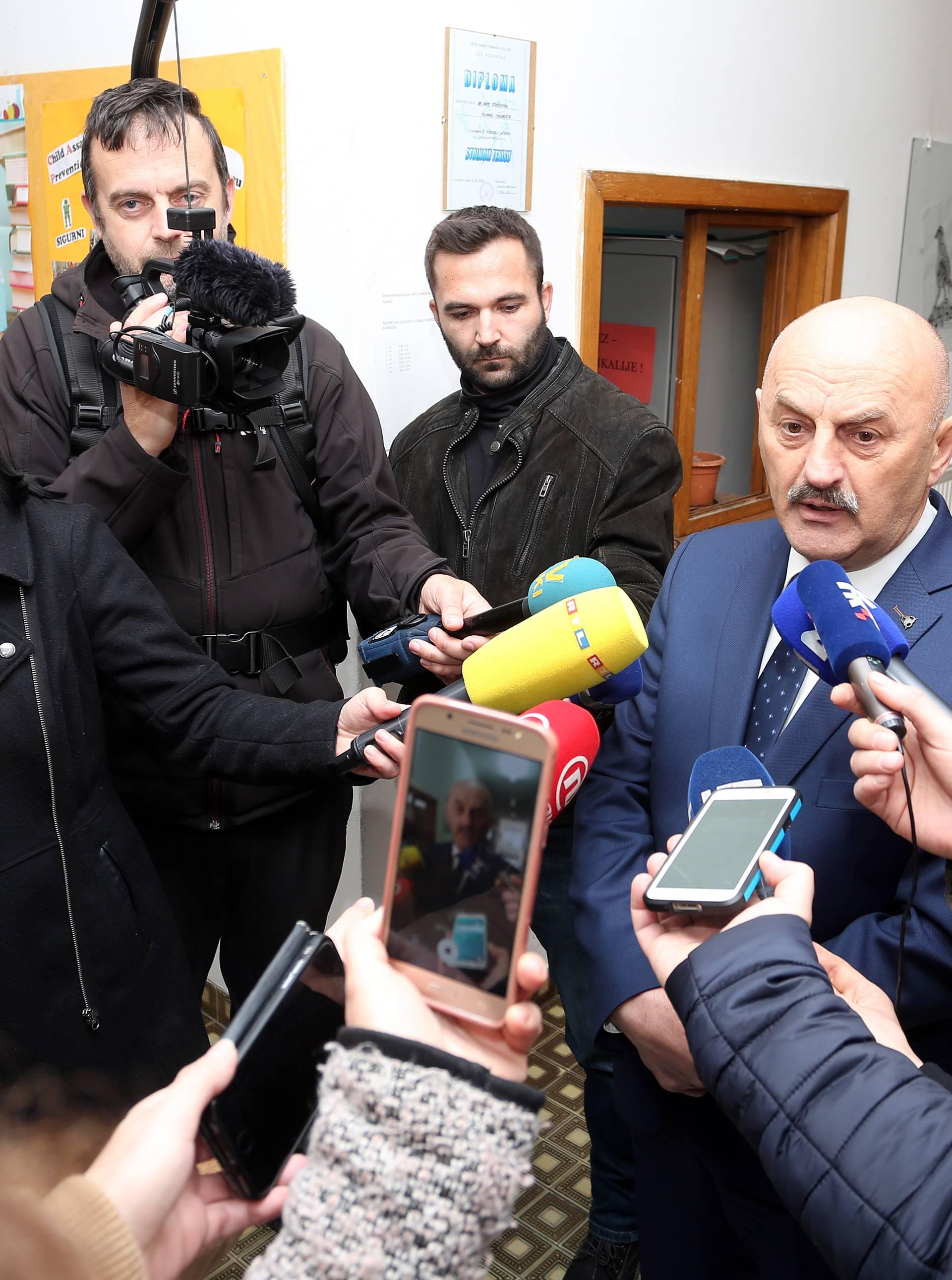 Donje Pazarište: Nositelj liste HSP-a  Karlo Starčević na biračkom mjestu