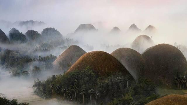 Čokoladna brda: Fascinantan prirodni fenomen na Filipinima