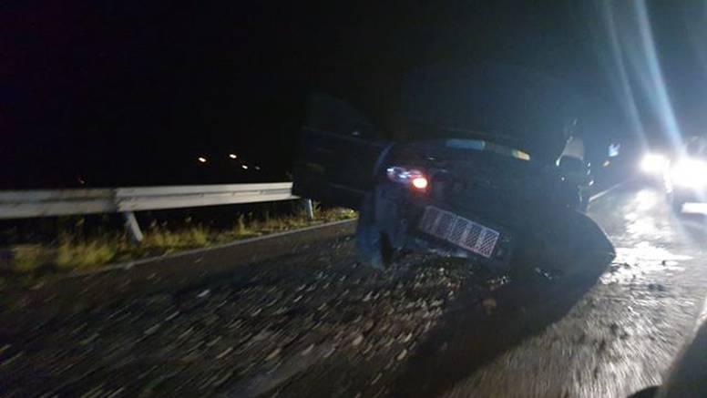 Prometna nesreća kod Zadra: Automobilu slupan prednji dio