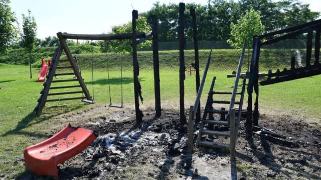 Slavonski Brod: Nepoznati počinitelji zapalili su igralište za djecu s invaliditetom