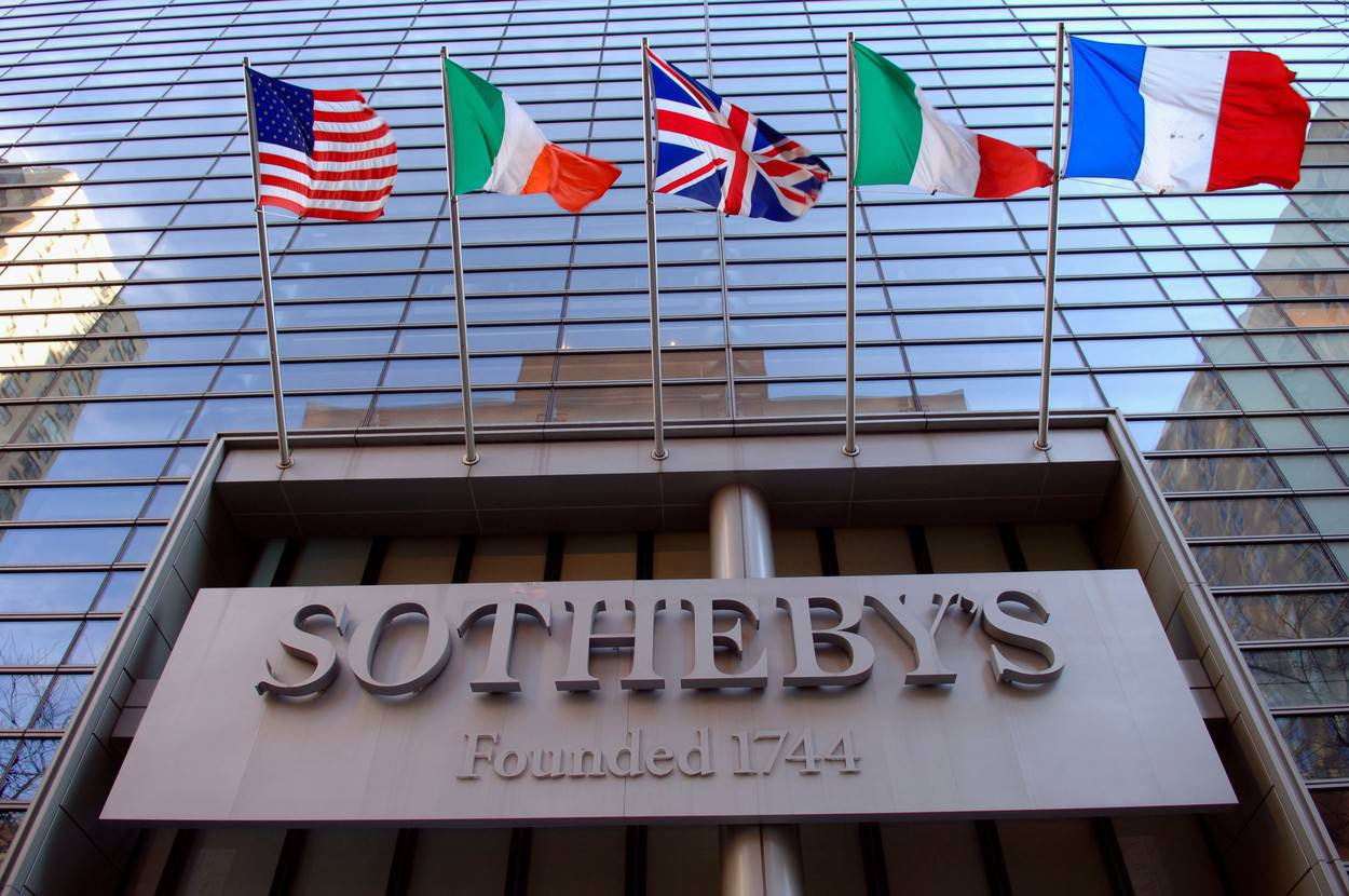 NY: SothebyŐs Auction House sold