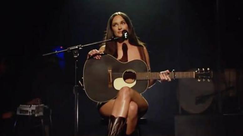 Pjevačica nastupila u  'Saturday Night Liveu' potpuno gola: Na sebi je imala samo par čizama