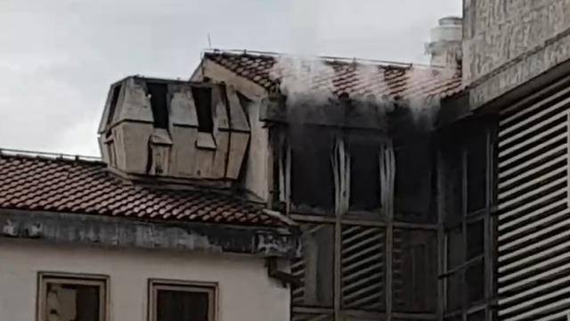 Gorjelo u poslovnoj zgradi u Rijeci: Vatra progutala ured