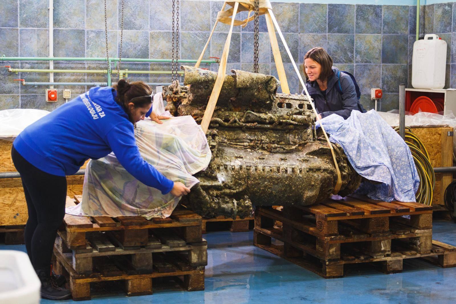 Zadar: S dna mora izvađen motor aviona Rolls Royce Merlin, slijedi restauracija