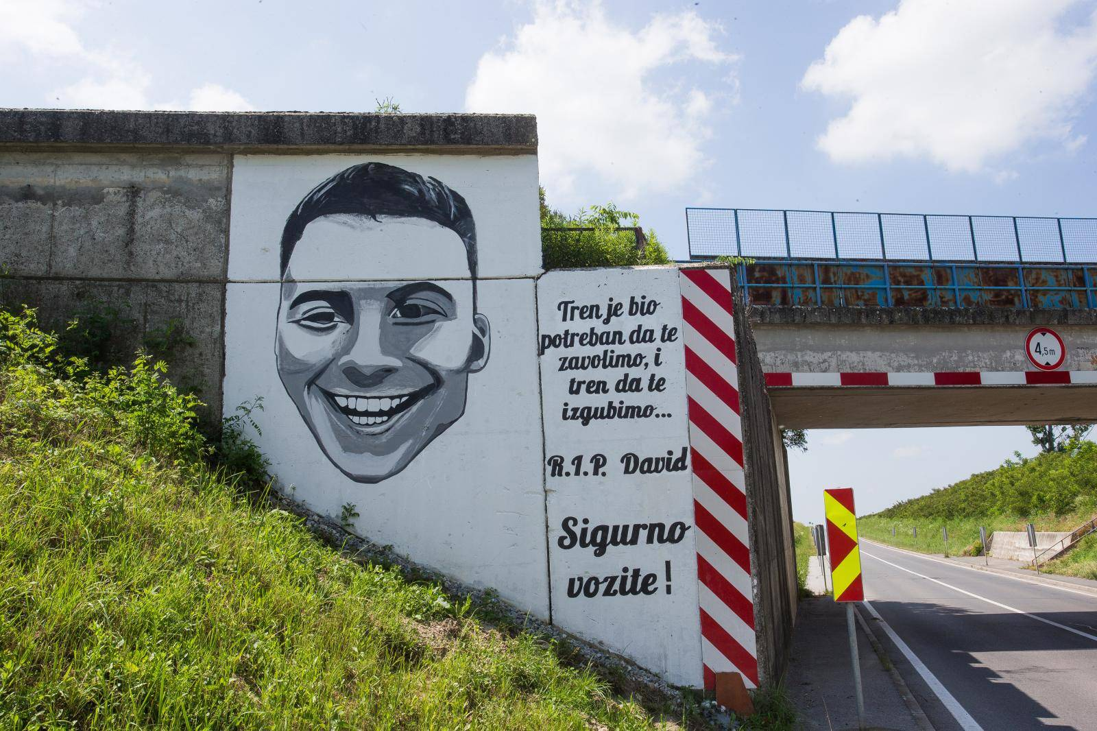 Osijek: Obitelj izradila mural na podvožnjaku gdje im je poginuo sin