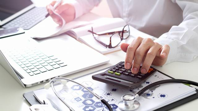 Healthcare,Costs,And,Fees,Concept.hand,Of,Smart,Doctor,Used,A