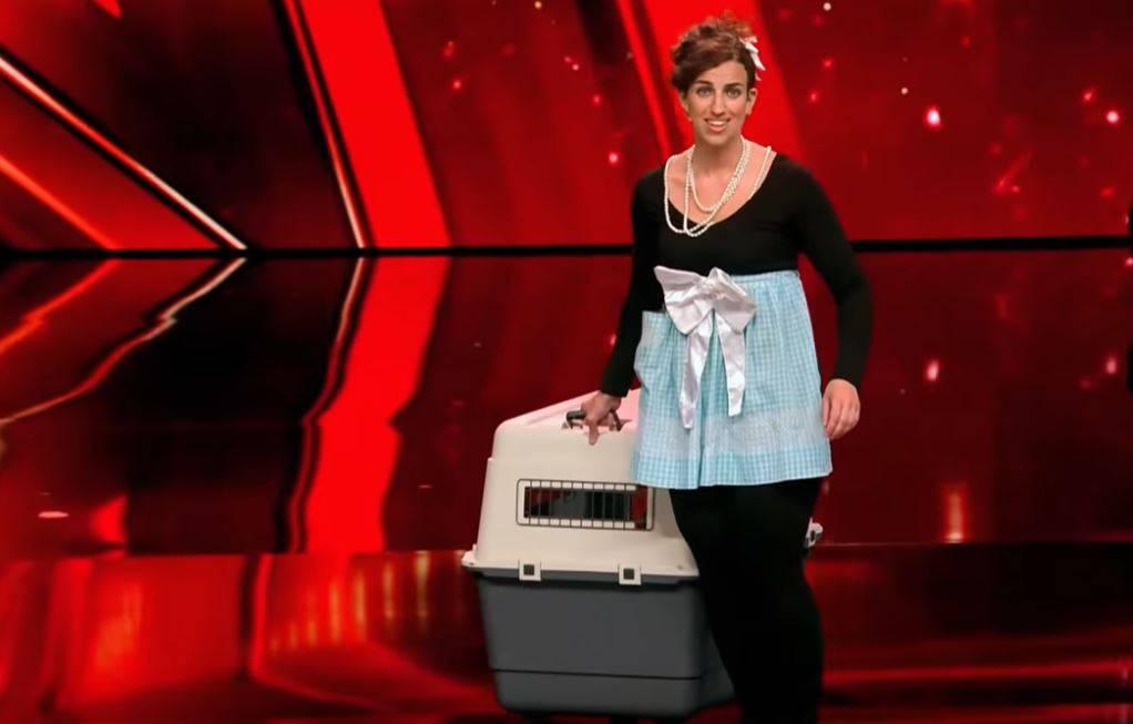 Šokirala njemački žiri: Skinula hlače i na pozadini nacrtala psa