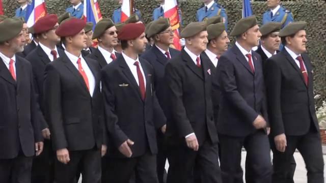 Arkanovci i šešeljevci marširali pred Vučićem i Dodikom u Nišu