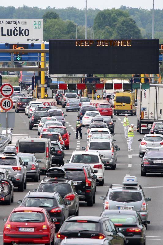 Pripremite se za udarni vikend: Evo kako izbjeći gužvu na cesti