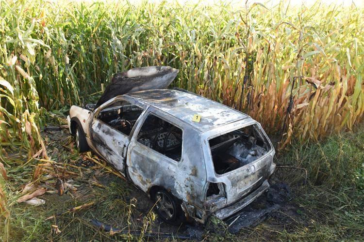 Ukrali su Golf 'trojku', odvezli se u polje i tamo su ga zapalili