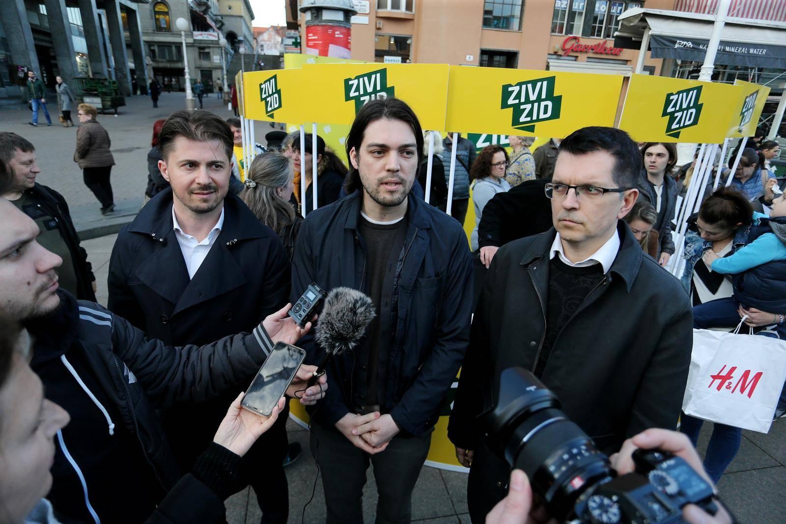 Zagreb: Živi zid na glavnom Trgu govorio o ministrici Murganić i centrima za socijalnu skrb