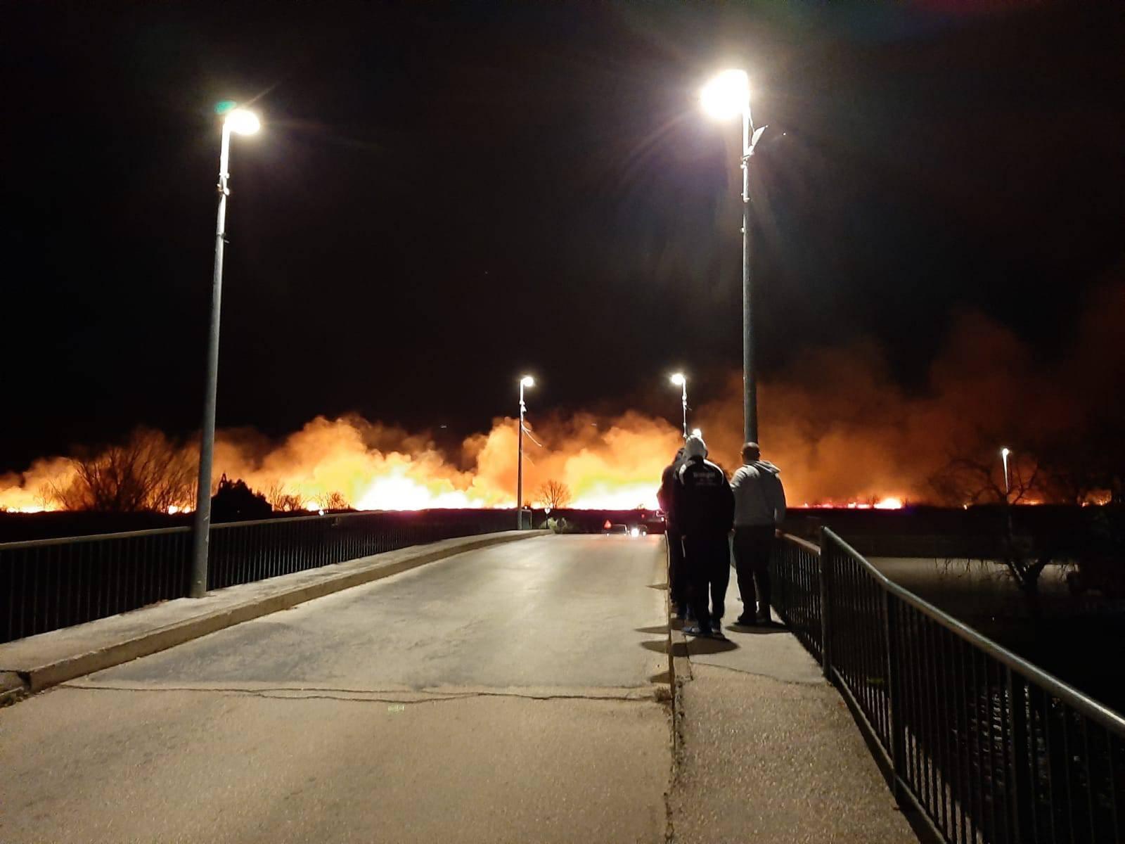 Ogroman požar kod Metkovića: Obranili smo kuće, dobro je...