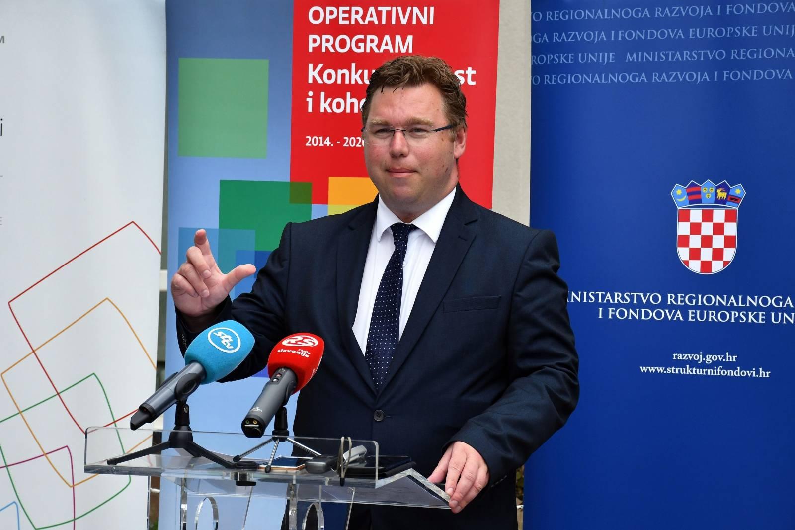 Slavonski Brod: Ministar Pavić uručio ugovore o dodjeli bespovratnih sredstava
