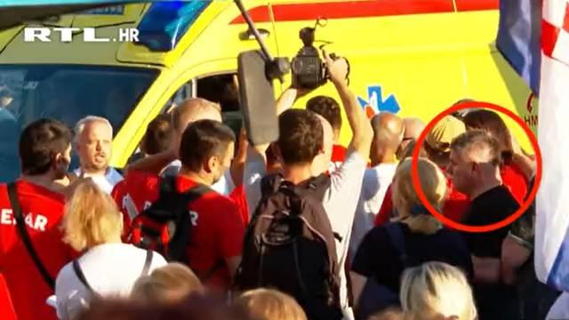 Snimka potvrdila: Vozilo Hitne na trgu zalijevao i Bujanec
