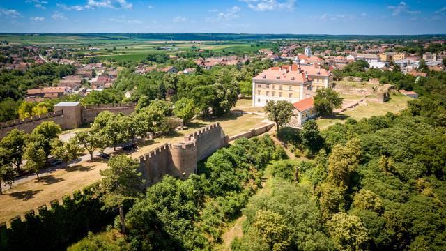 Provedite vikend u Slavoniji uz Adrenalinski park, vrhunska vina i smuđa s roštilja