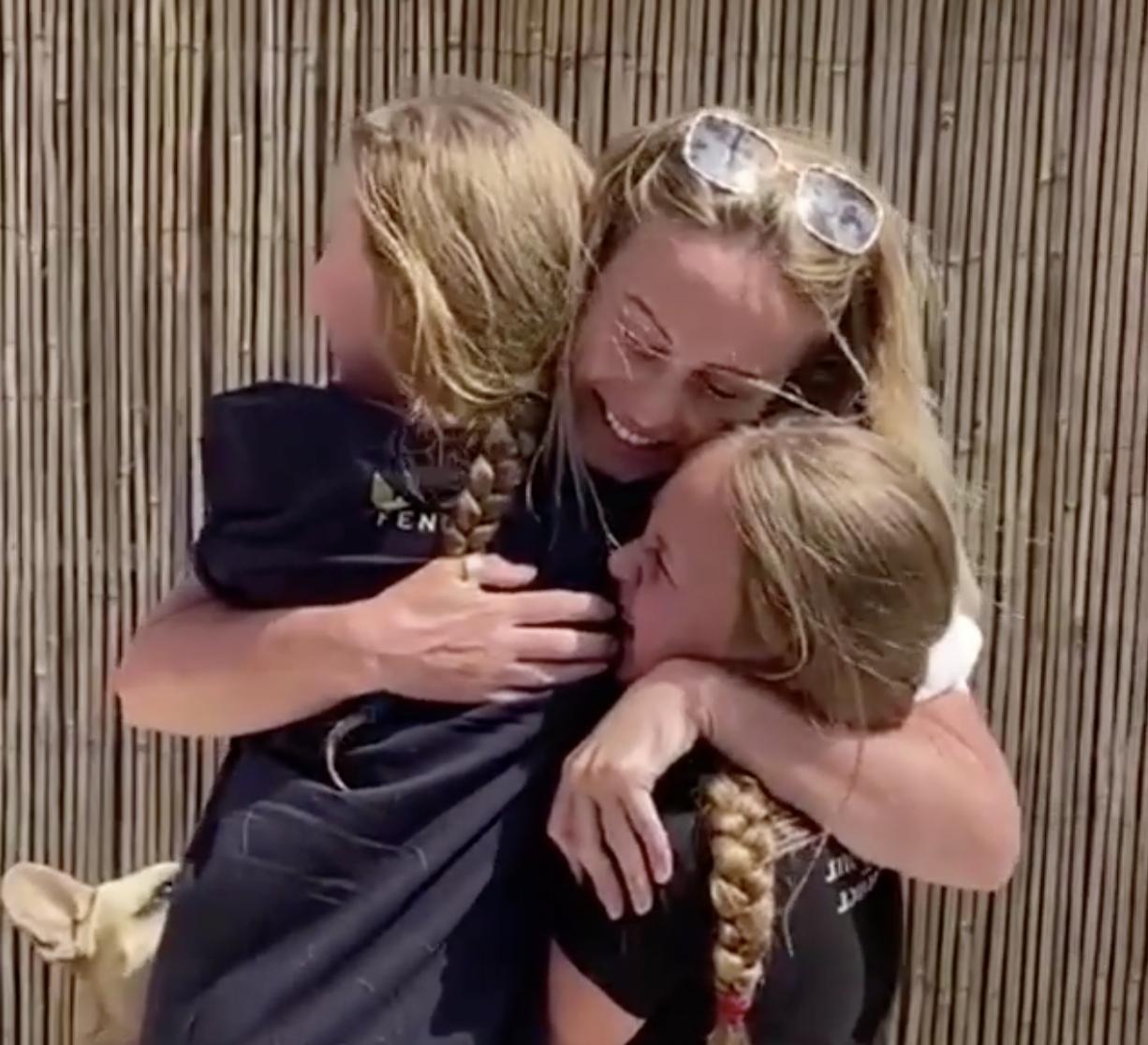 Medicinska sestra nakon devet tjedana napokon vidjela svoje kćeri: 'Više ih neću ostavljati...'