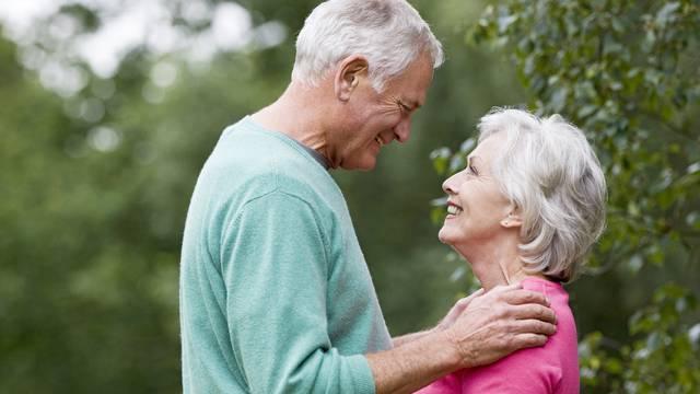 Ključ za sreću u starijoj dobi je seks. I to dva puta mjesečno!
