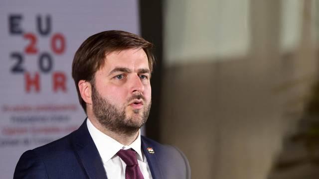 Zagreb: Ministar Tomislav Ćorić obratio se medijima nakon videokonferencije u NSK