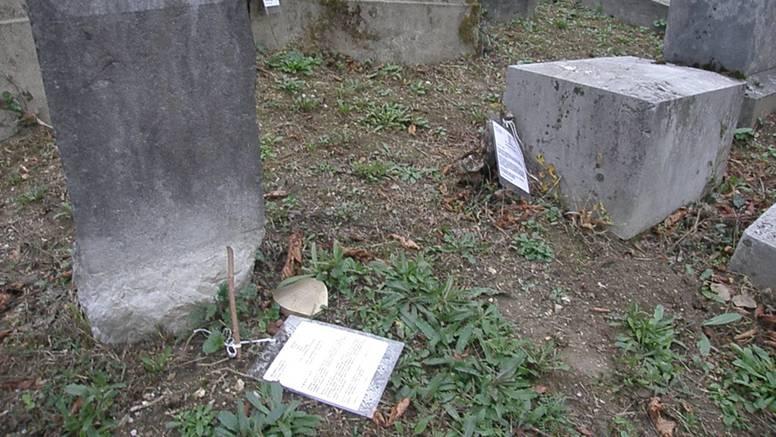 Karlovac: Na grobove žrtava Holokausta su stavili račune