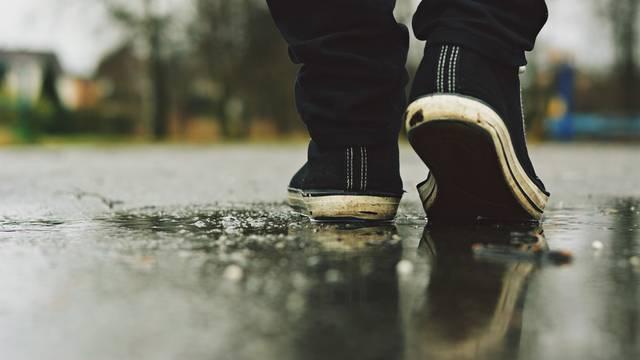Top savjeti kako spasiti cipele posve mokre od hodanja po kiši