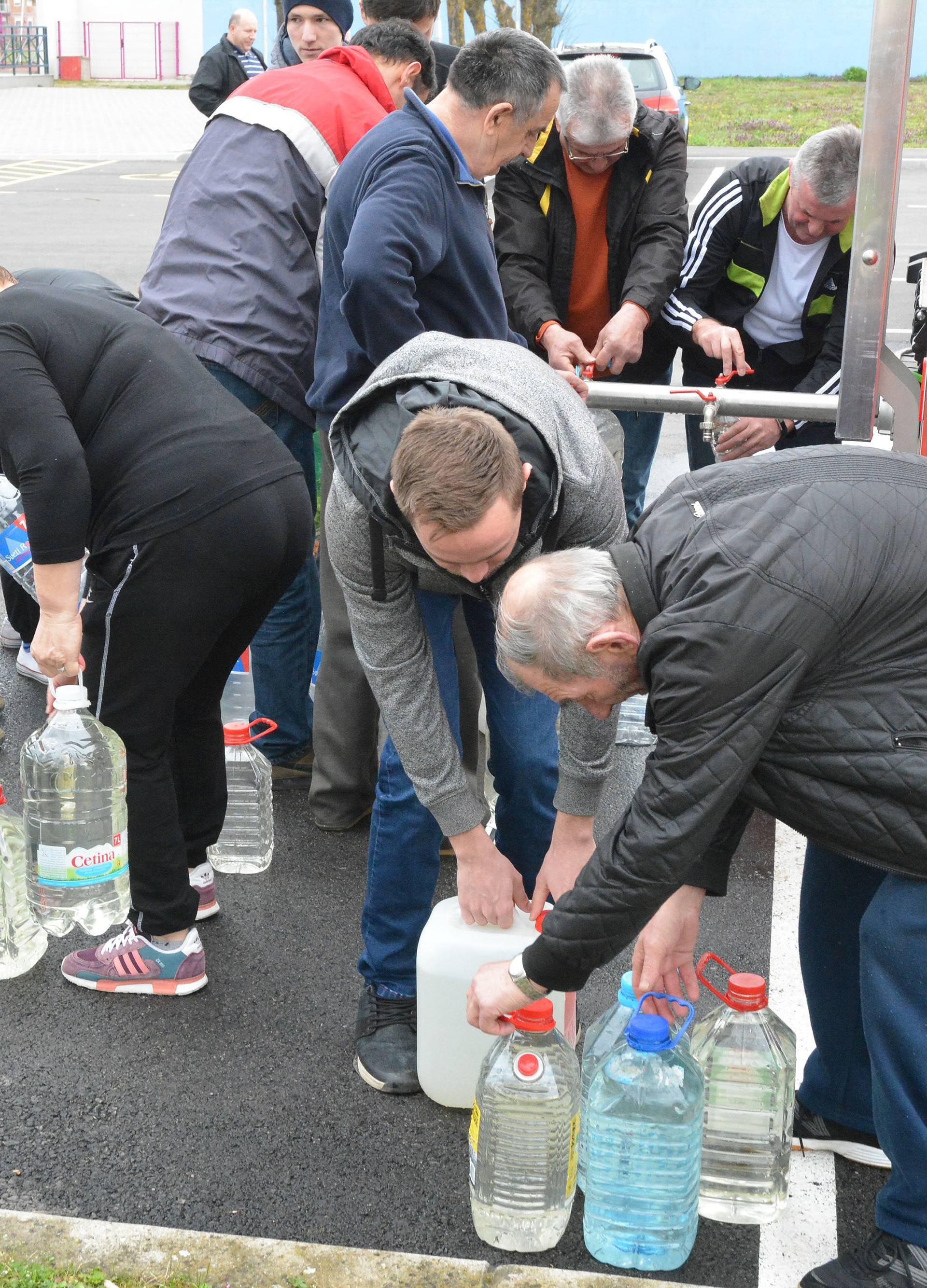 Stručno povjerenstvo: Voda u Sl. Brodu ispravna je za piće