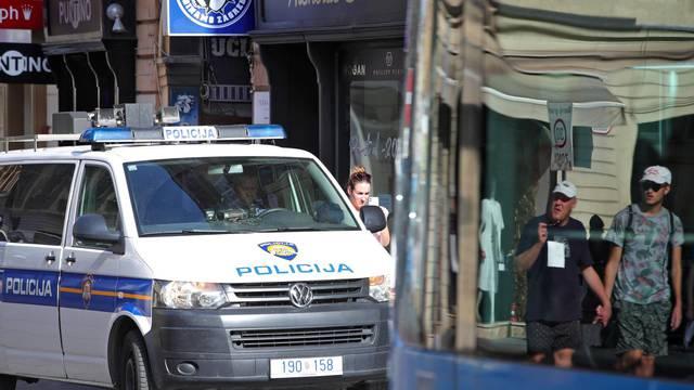 Zagreb: Jedna osoba ozlijeđena nakon što se automobil zaletio u zid trgovine