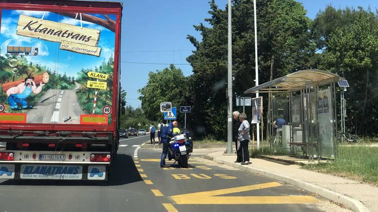 Nova nesreća na cesti smrti kod Zadra: Vozač motocikla  teško ozlijeđen u sudaru s autom