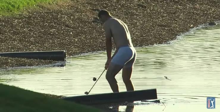 Golferu, čuvaj palicu: Odigrao u gaćama iz vode pune aligatora!