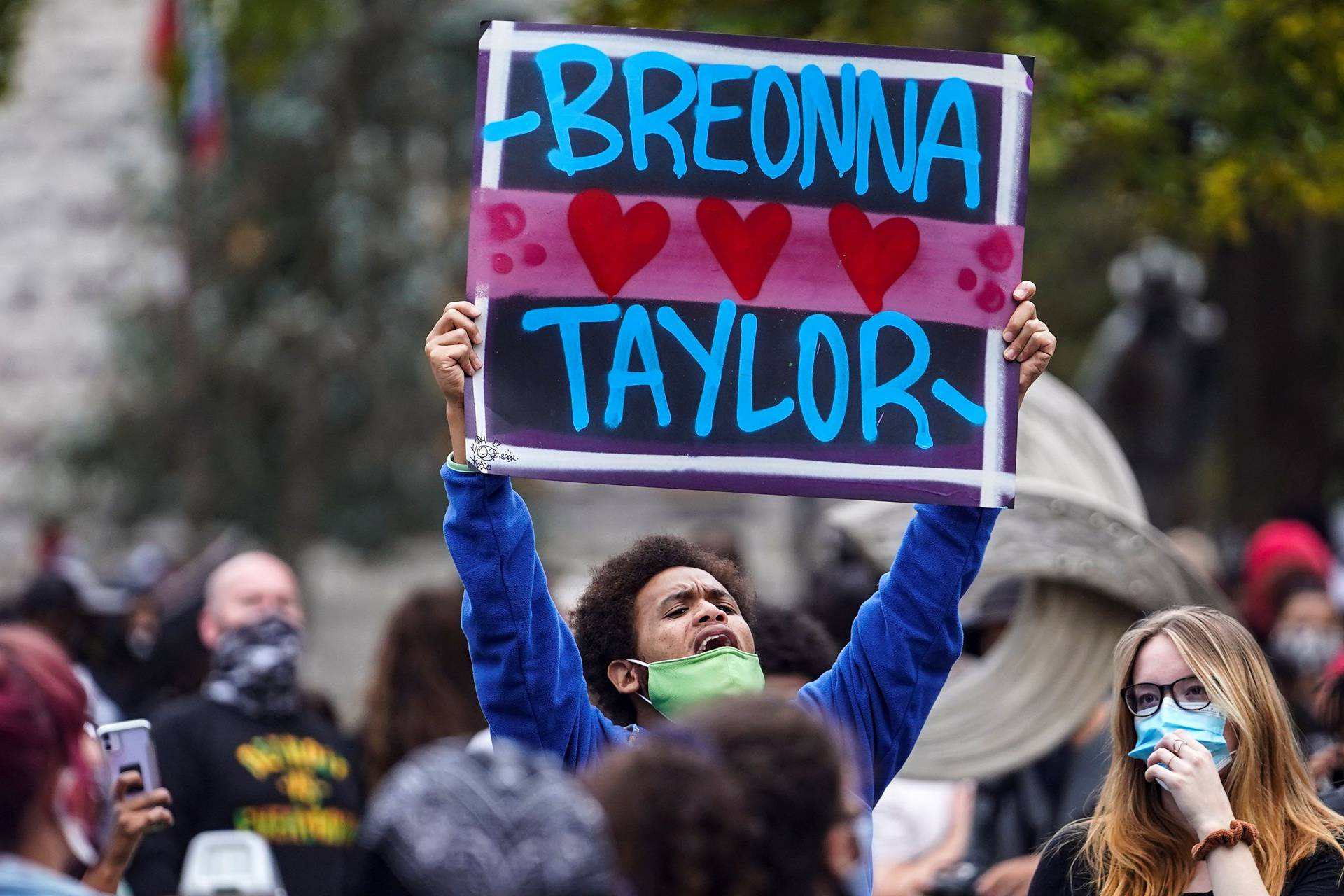 People react to the grand jury finding in the Breonna Taylor shooting