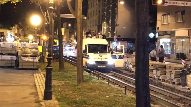 Tračnice 'zarobile'  i policijski kombi: 'Baš sam se nasmijala'