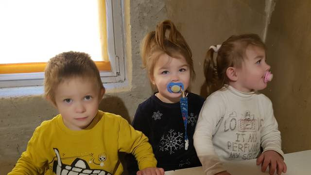 Potres im uzeo dom: S trojkama u kontejneru čekamo Božić