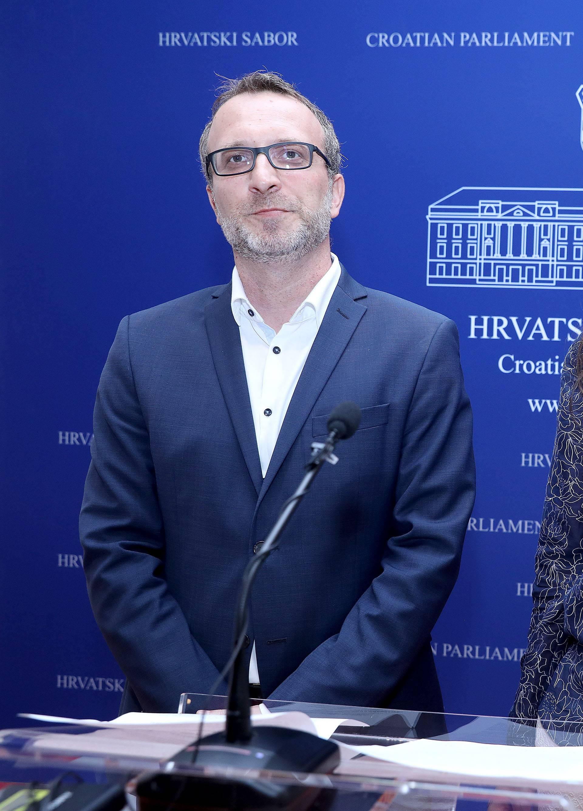 Zagreb: MOST o novoj Å¡kolskoj godini i starim problemima