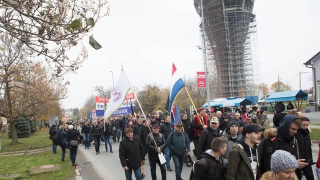 Hrvati iz BiH stižu u Vukovar, kolona već krenula iz Orašja