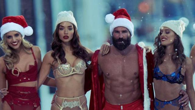 Milijunaš čestitao Božić okružen seksi curama: Pozirali golišavi