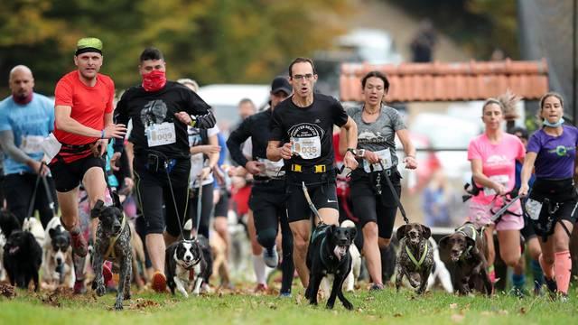 Nedaleko Ključić Brda održana utrka pasa i njihovih vlasnika u dužini 6 kilometara