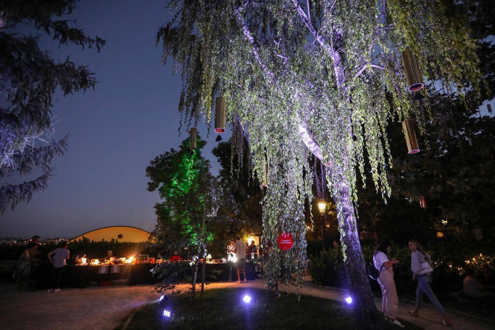 Zagreb: Noćni ugođaj u parku Bele IV. uz svjetlosno-zvučnu instalaciju
