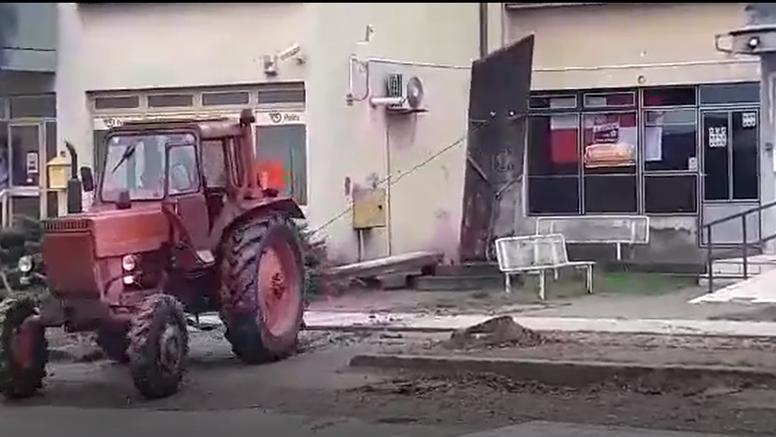 VIDEO Traktorom srušili spomen ploču partizanima, policija je objavila detalje o počiniteljima