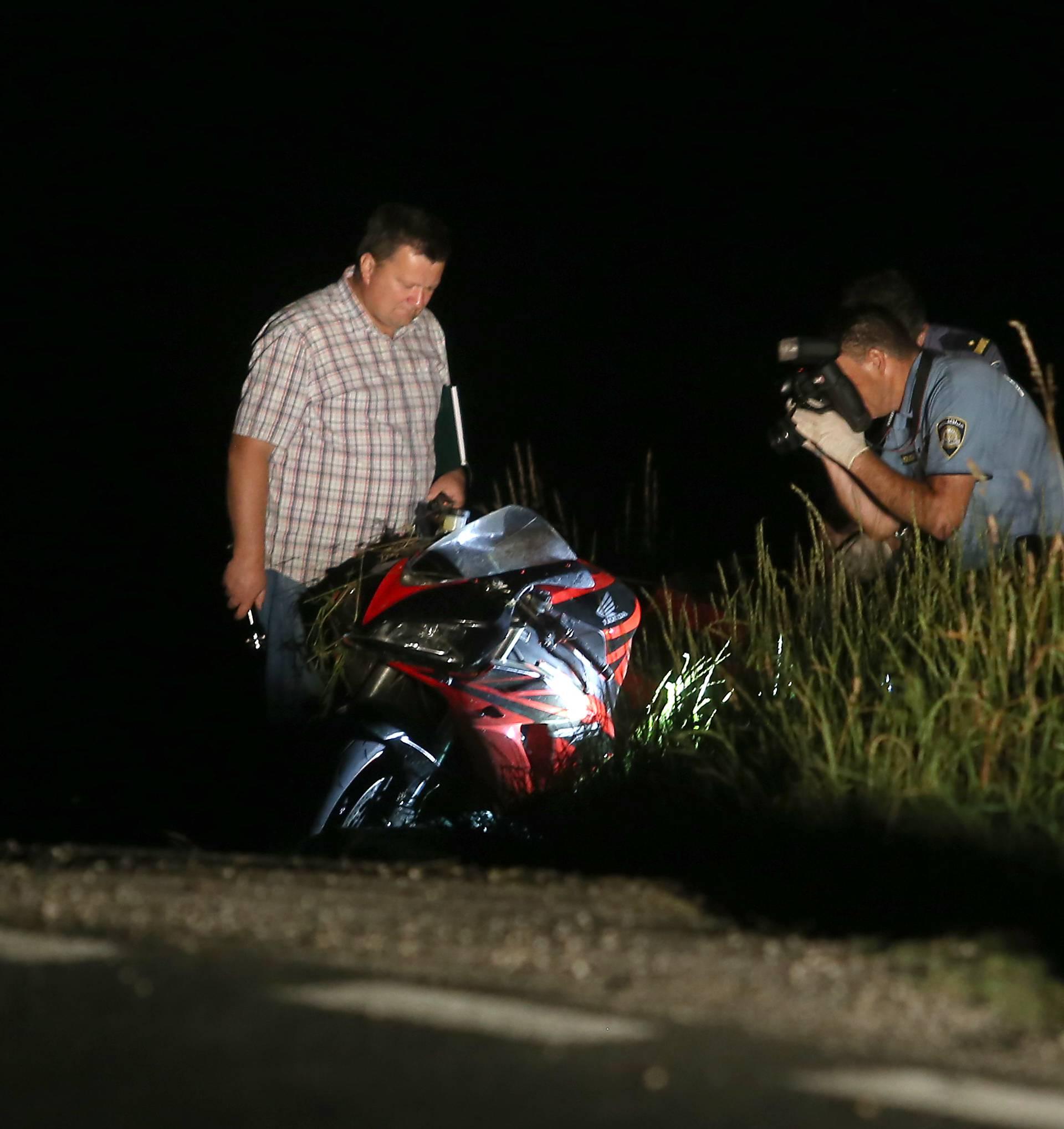Završio u jarku: Motociklist u zavoju sletio s ceste i poginuo